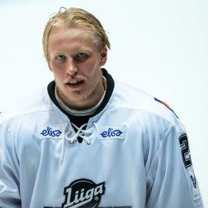 Patrik Laine i en hockeytröja.