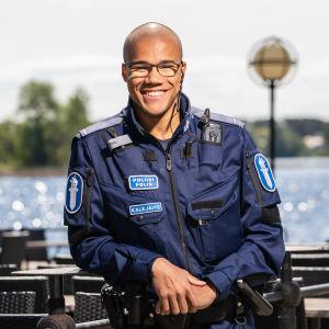 23-vuotias poliisi Daniel Kalejaiye Kuopiossa.