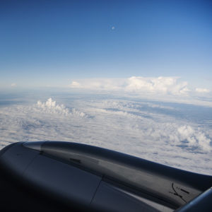 Lentokoneesta käsin otetussa valokuvassa näkyy maisema pilvien yläpuolella syyskuussa 2020.