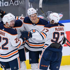 Årets första poäng i NHL för Jesse Puljujärvi.