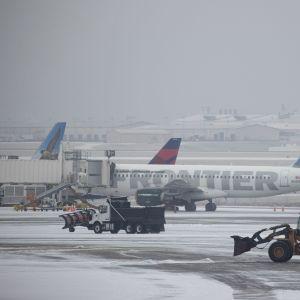 Snöoväder på flygplats i Tennessee