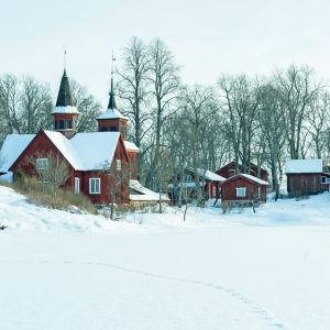 Fagervikin kirkko Inkoossa talvella
