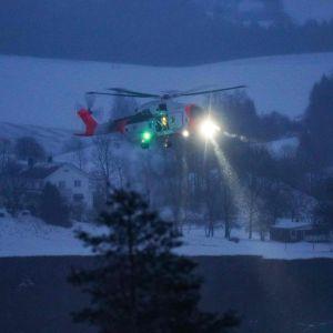 Helikopter som spanar efter saknade personer i Gjerdrum i Norge