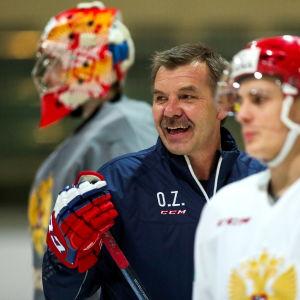 Oleg Znarok jakaa tällä kaudella oppejaan Venäjän nuorten maajoukkueessa.