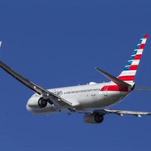Ett American Airlines-plan av typen Boeing 737 MAX lyfte från flygplatsen i Arlington, Virginia på tisdagen den 12.3.