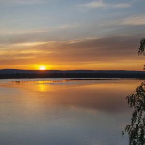 Kuvassa on yötön yö Rovaniemellä kesäkuussa 2020.