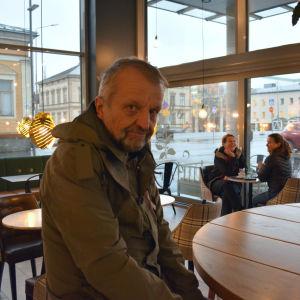 Biträdande chefredaktör Henrik Othman vid Österbottens Tidning blir pensionär
