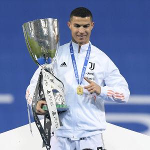 Cristiano Ronaldo och Juventus vann Supercoppa Italiana.