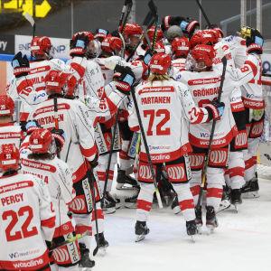 Sport firar segern mot Kärpät.
