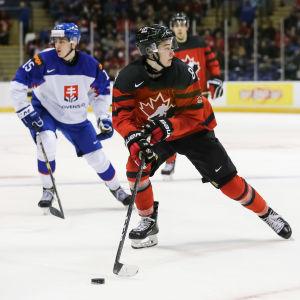 Lagets förstacenter Cody Glass är en av de kanadensiska spelarna som förväntas glänsa när landet på nytt står värd för junior-VM i ishockey.