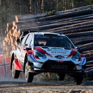 Kalle Rovanperä kör i det svenska rallyt.