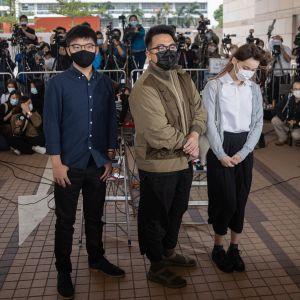 Joshua Wong, Ivan Lam och Agnes Chow anländer till rättegången 23.11.2020