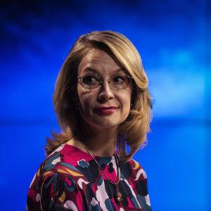 Tytti Tuppurainen i Yles Studio i juli 2020.