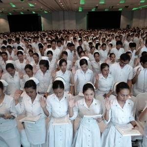 Filippinska sjukskötare utexamineras i Pasay city söder om Manila den 20 september 2010.