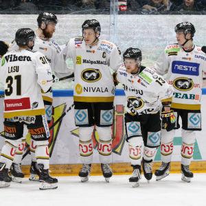 Kärpät firar Michal Kristofs 2–1-mål.