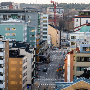 Trafik längs Brahegatan i Åbo