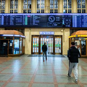 Helsingin rautatieasema sisältä.
