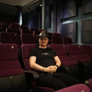 Sotkamossa asuva elokuvatuottaja Miika J. Norvanto.