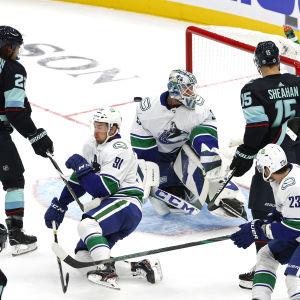 NHL-joukkue Seattle Kraken yrittää tehdä maalia.