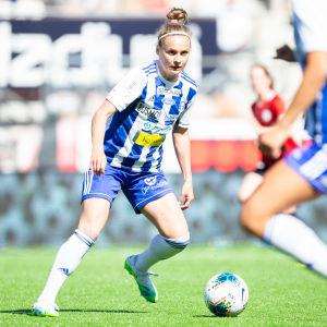 HJK:s Essi Sainio i matchen mot PK-35 Helsingfors.