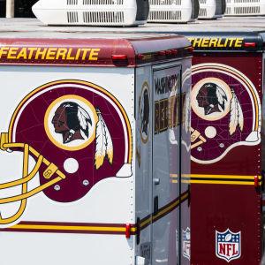 Washington Redskins-logon på väggar.