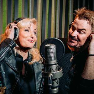 Sonja Lumme ja Rune Nathaniel Atomic Spa -studiolla.