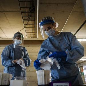 sjukskötare på mässcentrets coronatestning.