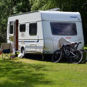 Husvagn på campingplatsen i Kokon i Borgå