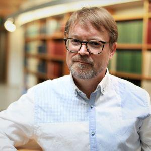 Olli Vapalahti, lääkäri ja tutkija, joka toimii Helsingin yliopiston zoonoosivirologian professorina