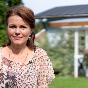 Karita Aaltonen har glioblastom och coachar andra cancerpatienter i alternativa botemedel.
