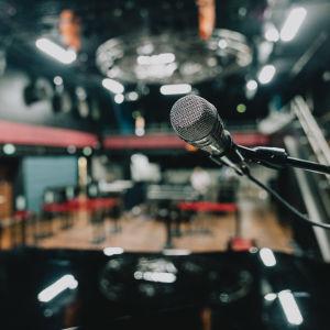 Mikrofoni Tavastia-klubin lavalla.