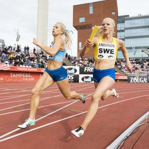 Jeanine Nygård i farten mot Hanna Palmqvist under Sverigekampen 2020.