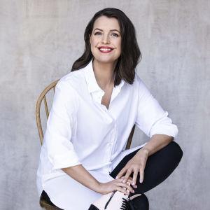 På bilden syns författaren och journalisten Eva Frantz.