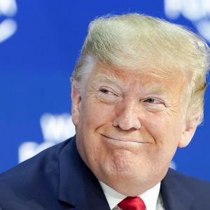 Donald Trump leende i närbild.
