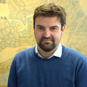 Porträttbild av Simon Store.