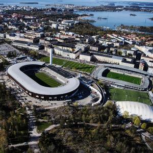 Helsingfors Olympiastadion fotat ur en helikopter.