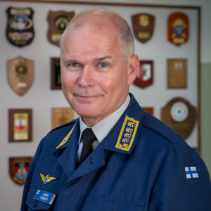 Porträttbild av försvarsmaktens före detta kommendör, general Jarmo Lindberg.