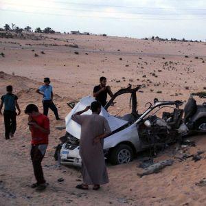 Tre militanta islamister dog i bombdåd på Sinaihalvön i Egypten.