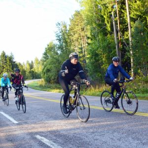 Cyklister under Tour de Östnyland 2017.