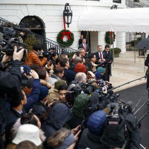 Donald Trump maanantaina lähdössä Lontooseen, Naton huippukokoukseen.