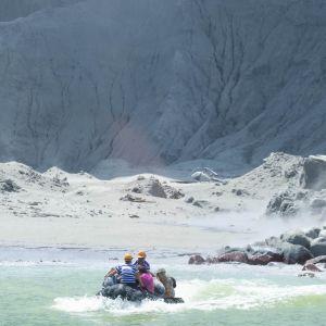 Vulkanutbrott på White Island utanför Nordön på Nya Zeeland.