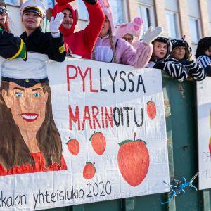 Pirkkalan yhteislukion Sanna Marin viittaus.