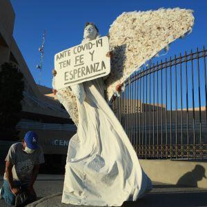 Uppmuntran till hopp utanför sjukhuset i Ciudad Juarez, Mexico,18.4.2020
