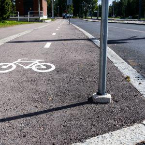 Pyörätie Taysin alueella Tampereella.