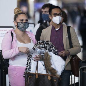 Matkustajat jonottivat tiistaina turvatarkastukseen Ronald Reaganin kansallisella lentoasemalla.