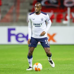 Rangersin Glen Kamara Eurooppa-liigan pudotuspeleissä Antwerpiä vastaan helmikuussa 2021.
