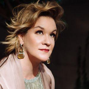 kuvassa sopraano Alice Coote