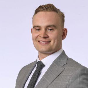 Närbild av en leende Atte Harjanne, gruppordförande för De gröna.