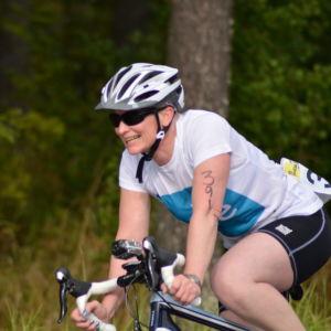 Anna Kultalahti på väg mog växling till löpning i Sun City Triathlon