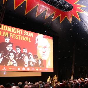 Inne i stora tältet på Sodankylä filmfestival